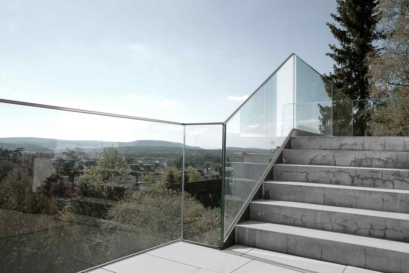 Ganzglasgeländer Terrasse mit Treppenaufgang