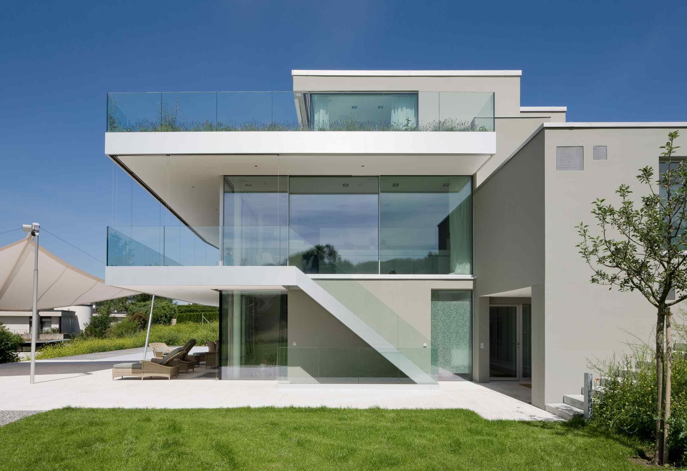 Modernes Design Haus mit Glasgeländern